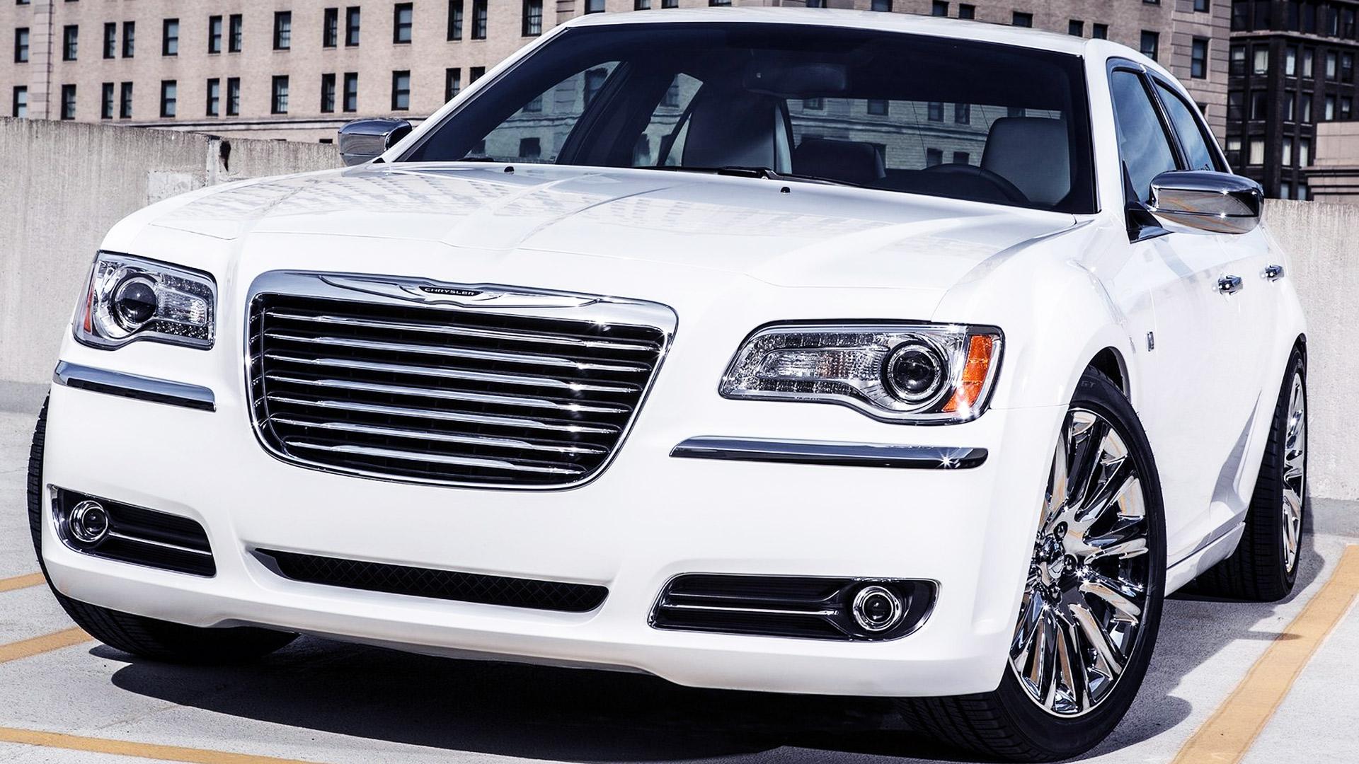 Download   2013 Chrysler 300 HD Wallpaper