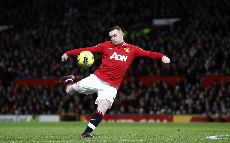 Wayne Rooney  Manchester United  soccer  field  pitch  ball HD Wallpaper